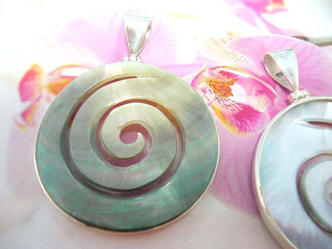 Jewelry online b2b trader, Bali wear sterling silver pendant with cut out spiral design in gemstone center