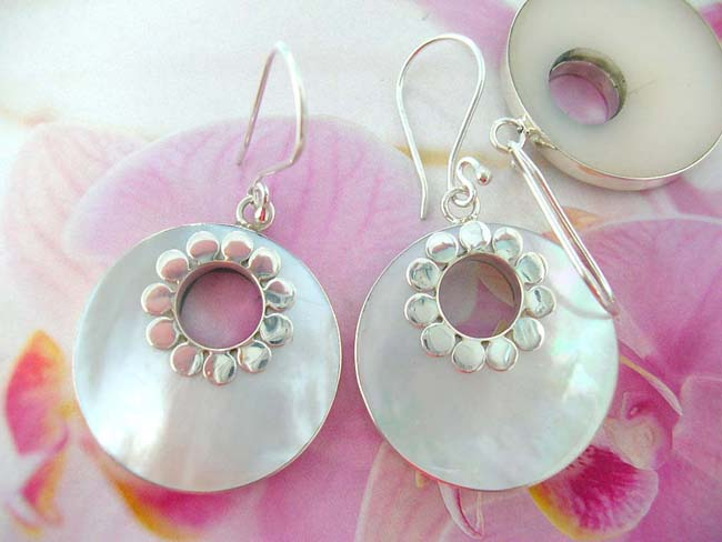 Quality bali jewelry company exports Ladies seashell fashion earrings in cut out circle with sterling silver petal design