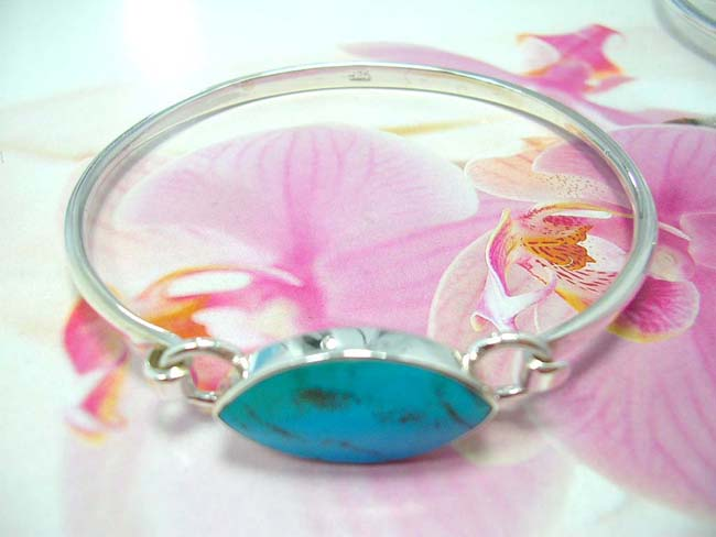 Import jewelry wholesaler distributes Turquoise fashion bali wear bracelet with 925 sterling silver cuff