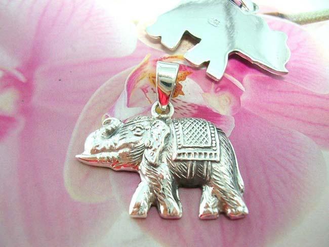 Jewelry collectible warehouse  exports Indonesian elephant charm pendant crafted from 925. sterling silver