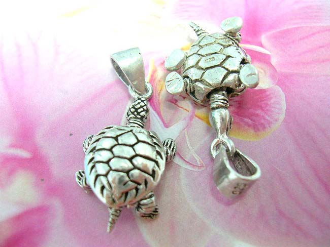 Handmade indonesian art jewelry shopping guide, Tropical bali sea turtle inspired charm pedant, handmade from 925. sterling silver