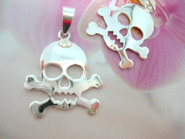 Online fun jewelry wholesaler, Rock style fashion pendant in skull and cross bone design, made from sterling silver