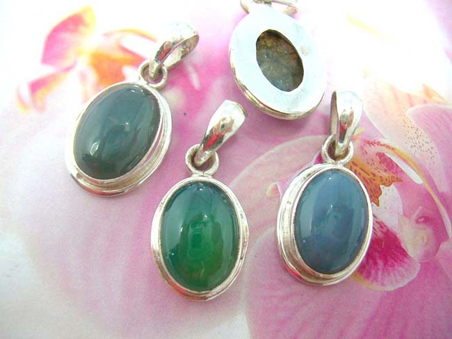 Online jewelry import outlet, Classic vintage style pendant with quality gemstone, frame made from 925. sterling silver