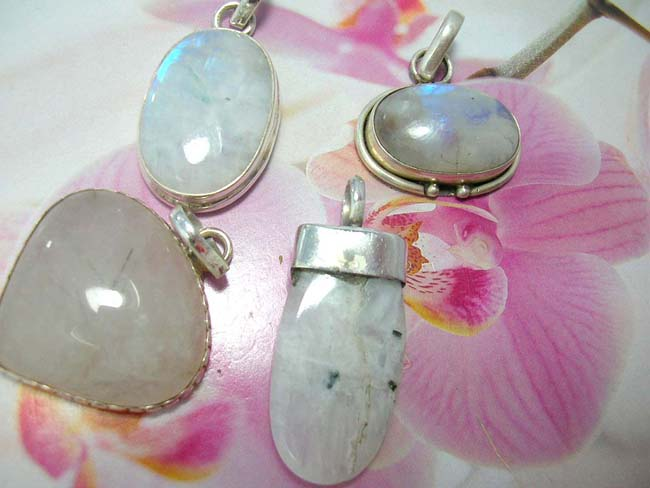 Bali crafted fashion jewelry shopping dealer, Premier quartz stone pendant with crafted 925. sterling silver mounting