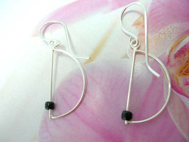 Fashion wear boutique exporter, Unique semi circle sterling silver earrings with black bead