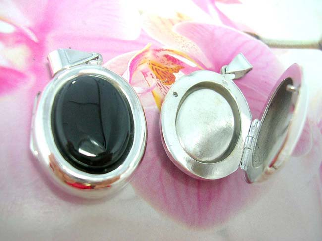 Jewelry wholesale gift supplier, Oval onyx gemstone inlaid in 925. sterling silver locket pendant
