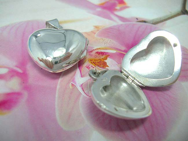 Fine gift manufacturer, bali Artist inspired lovers heart locket, handmade from 925. sterling silver