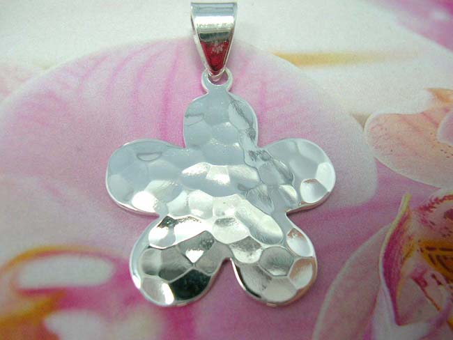 Bali import wholesaler, Premier sterling silver daisy shaped pendant, handmade from 925. sterling silver