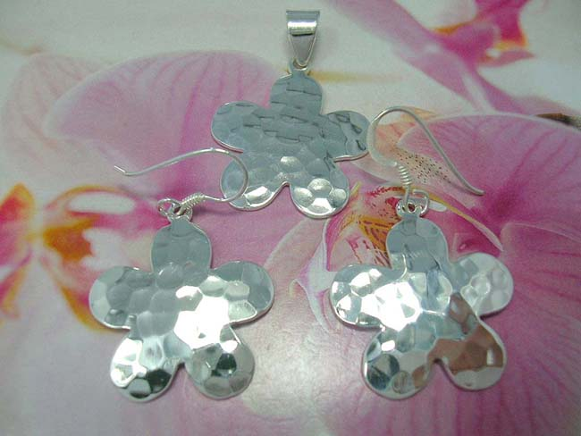 Bali bali artisan jewelry set in daisy motif, crafted from 925. sterling silver, ladies jewelry shop online