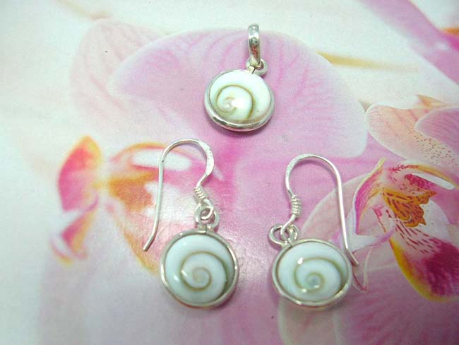 Womens fashion wear accessory shopping, Ladies bali seashell jewelry set with 925. sterling silver earring and pendant