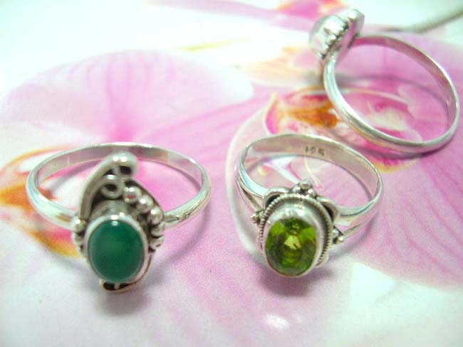Hot jewelry wholesale warehouse, Bali artisan vintage designed gemstone ring with crafted 925. sterling silver frame