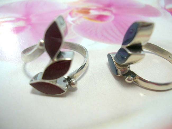 Balinese handcrafted gemstone ring in three leaf design, made from 925. sterling silver affordable jewelry importer