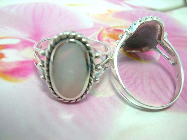 Womens flashing indonesia accessories, Sexy vintage inspired bali ring with beautiful gem framed by 925. sterling silver frame