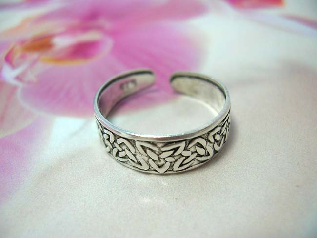 Contemporary celtic triqueta knot design on 925. sterling silver toering. Balinese indonesian boutique shopping